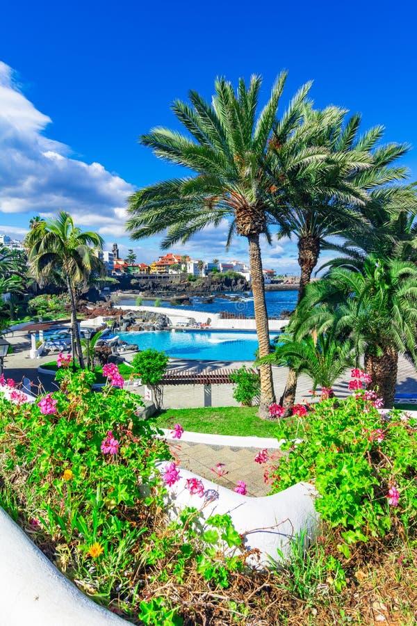 Puerto De La Cruz, Tenerife, wyspy kanaryjskie, Hiszpania: Pięknie saltwater baseny w Puerto De La Cruz obraz royalty free
