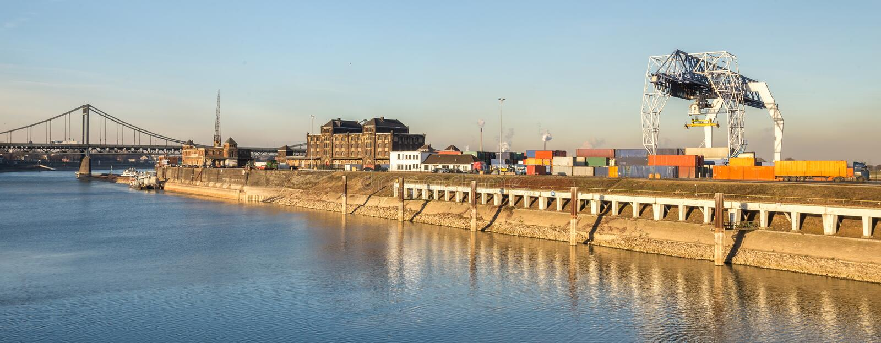 puerto de la industria de Krefeld Alemania fotos de archivo