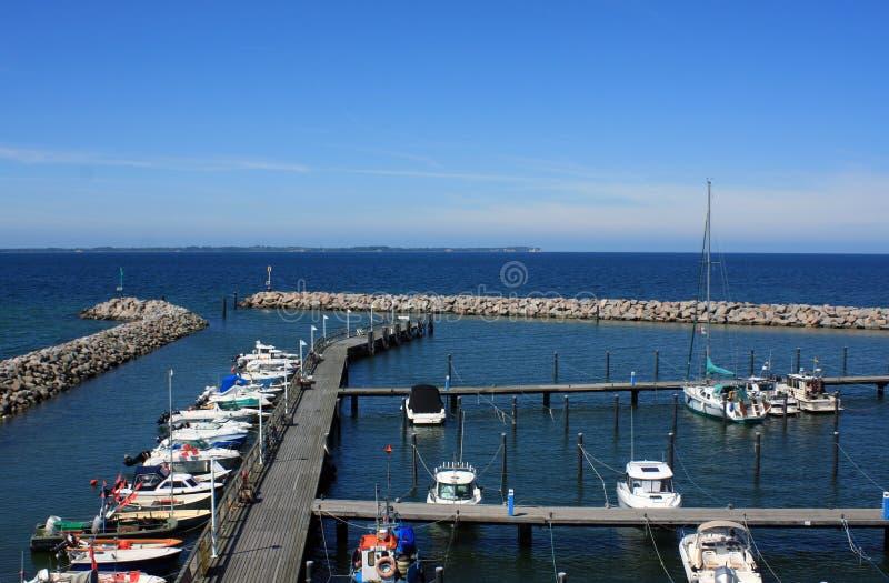 Puerto de la orilla del lago fotos de archivo libres de regalías