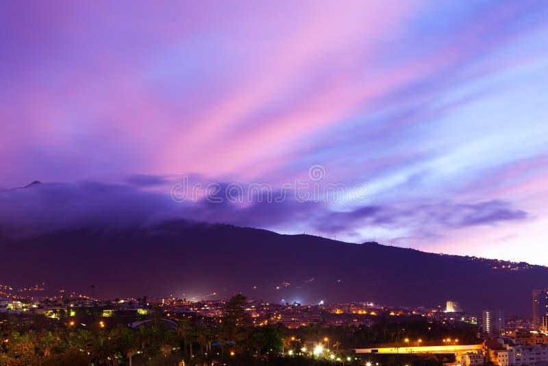 Puerto De Los angeles Cruz nocą obrazy royalty free