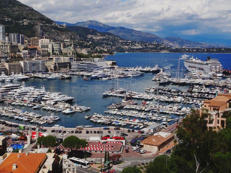 Puerto de Mónaco en un día nublado fotos de archivo libres de regalías
