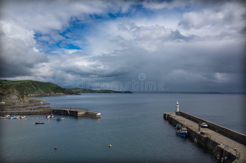 Puerto de Mevagissey en un día de verano imagen de archivo libre de regalías