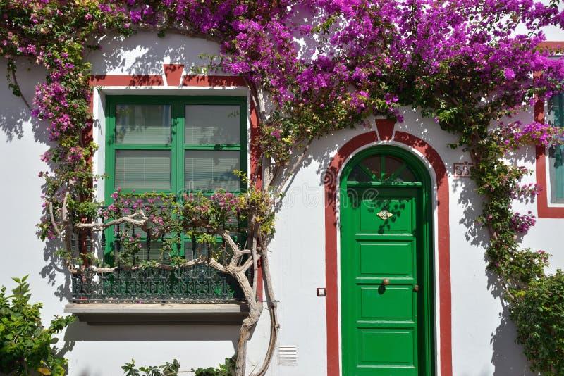 Download Puerto DE Mogan, Gran Canaria Stock Afbeelding - Afbeelding bestaande uit straat, bloei: 39103983
