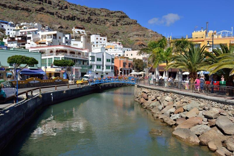 Puerto de mogan gran canaria redactionele stock foto afbeelding bestaande uit toevlucht berg - Puerto mogan gran canaria ...