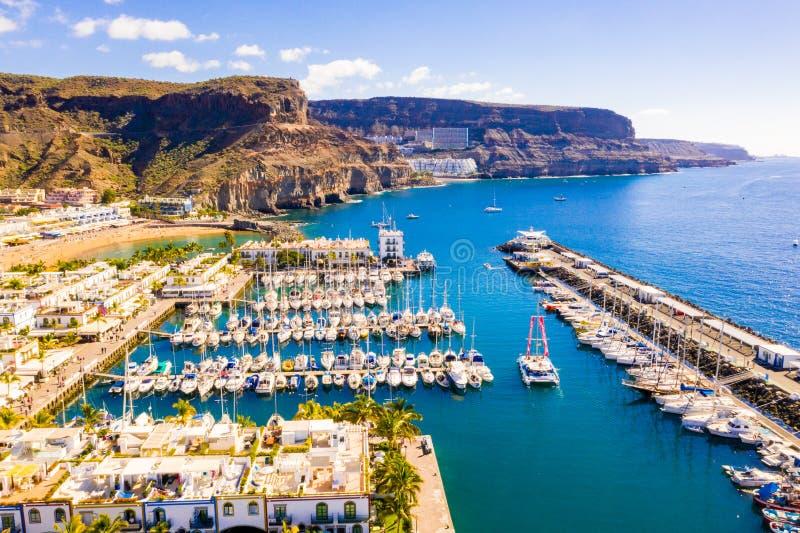 Puerto de Mogan stad p? kusten av den Gran Canaria ?n royaltyfri bild