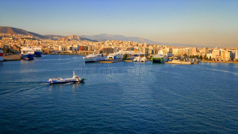 Puerto de Pireo en Atenas, Grecia foto de archivo
