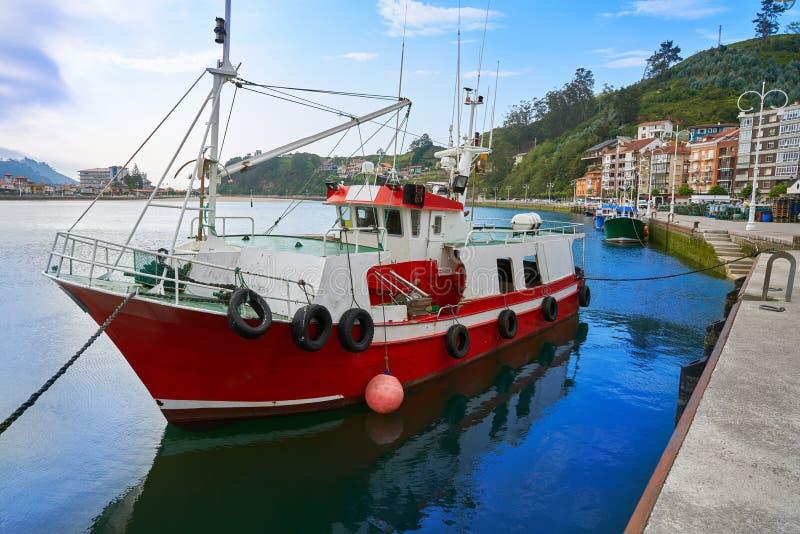 Puerto de Ribadesella en el río España de Asturias Sella imágenes de archivo libres de regalías