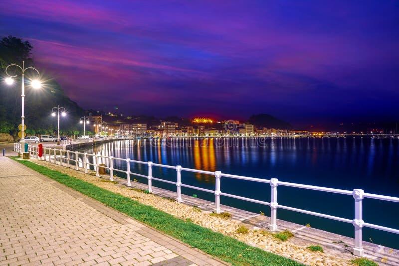 Puerto de Ribadesella en el río España de Asturias Sella imagen de archivo