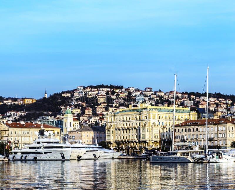Puerto de Rijeka en enero imágenes de archivo libres de regalías
