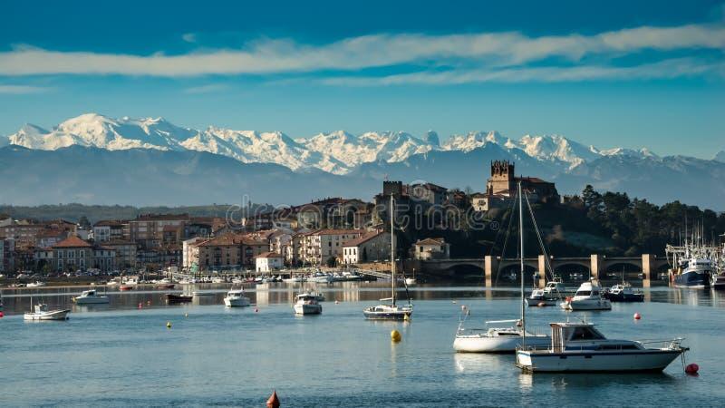 Puerto de San Vicente de la Barquera Santander Cantabria españa foto de archivo libre de regalías