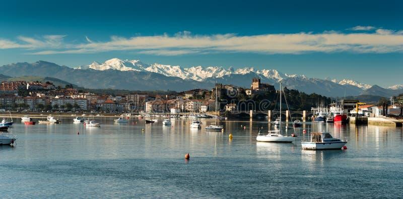 Puerto de San Vicente de la Barquera Santander Cantabria españa imagenes de archivo