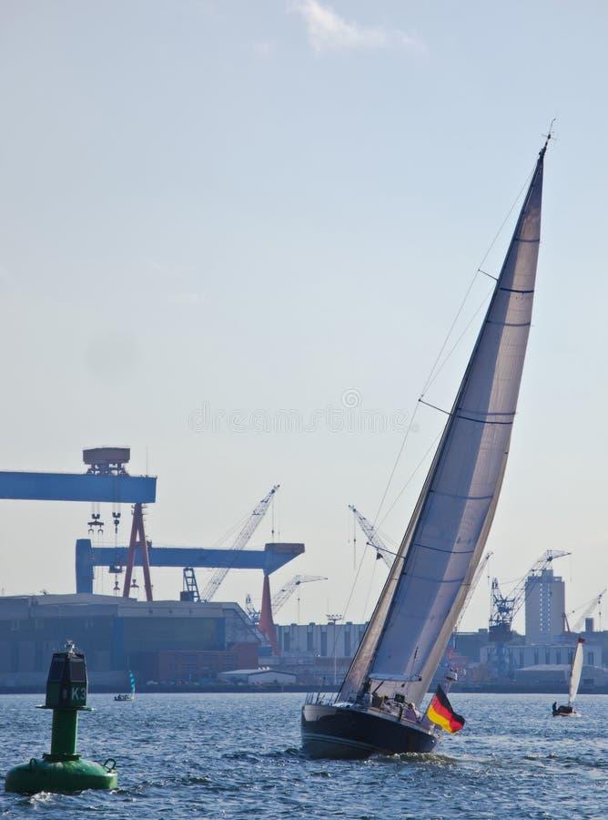 Puerto de Sloop y de Kiel imagenes de archivo