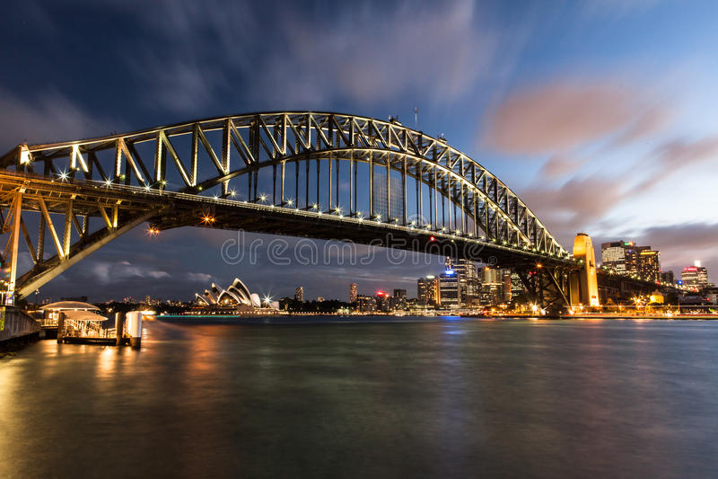 Puerto de Sydney en la noche foto de archivo