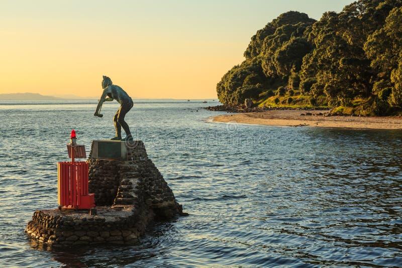 Puerto de Tauranga, Nueva Zelandia Estatua de Tangaroa imagenes de archivo