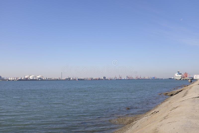 Puerto de Tianjin, también conocido como Xingang, China foto de archivo