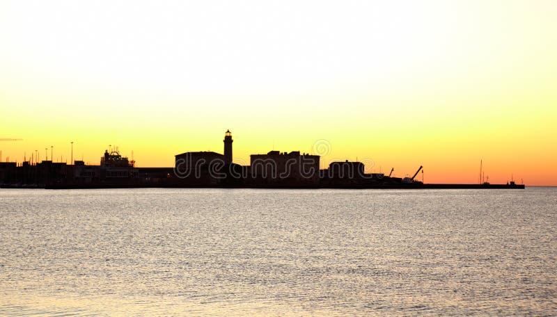 Puerto de Trieste en la puesta del sol imagenes de archivo