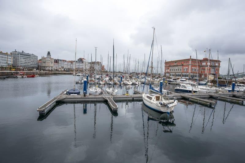 Puerto de un Coruna, España Proporciona un punto de la distribución para las mercancías agrícolas de la región imagen de archivo libre de regalías