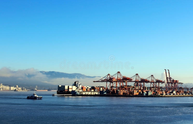 Puerto del cargo en la bahía de Vancouver, Canadá imágenes de archivo libres de regalías