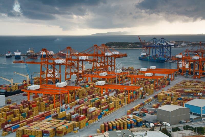 Puerto del envase en Pireo, Atenas imagen de archivo