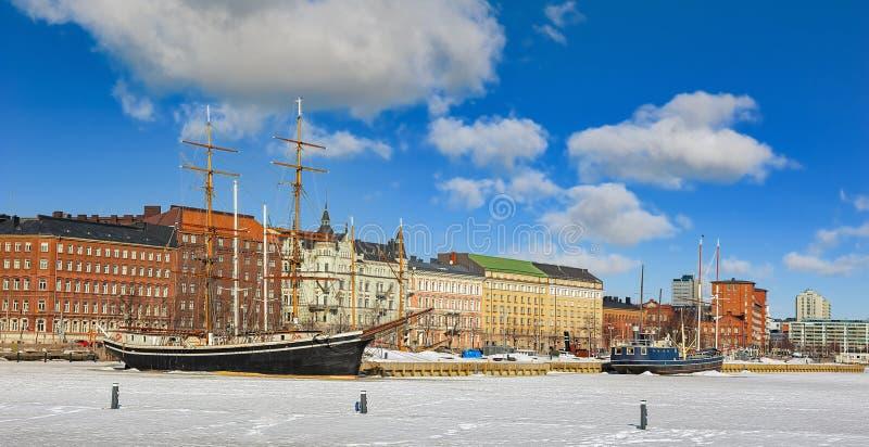 Puerto del norte de Helsinki en invierno imágenes de archivo libres de regalías