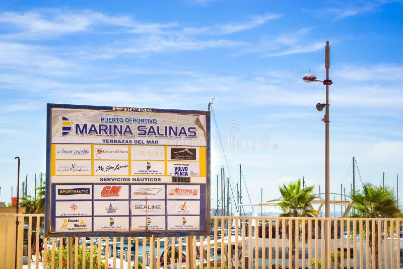 Puerto deportivo小游艇船坞盐沼 游艇和小船在T小游艇船坞  库存照片