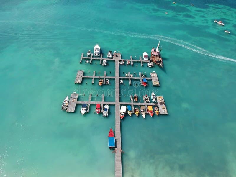 Puerto deportivo de Aruba con los barcos imagen de archivo