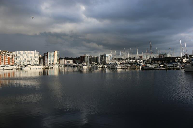 Puerto deportivo de la costa de Ipswich con las nubes de tormenta fotografía de archivo libre de regalías