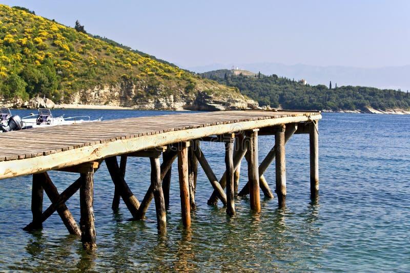Puerto deportivo de madera en Grecia imágenes de archivo libres de regalías