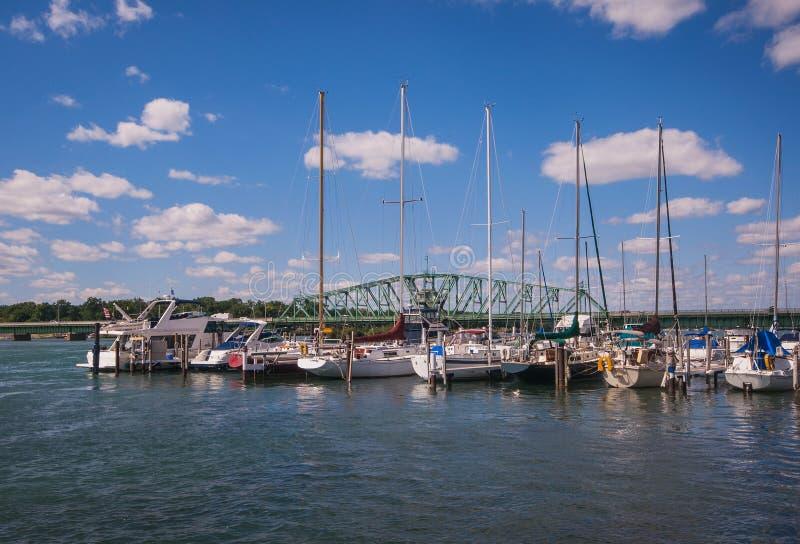 Puerto deportivo del sur del barco del río Detroit imagenes de archivo