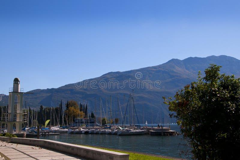 Puerto deportivo en Riva Del Garda Italy foto de archivo libre de regalías