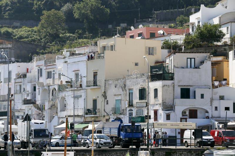Download Puerto Deportivo Italia De Capri Fotografía editorial - Imagen de vacaciones, tradicional: 41904327