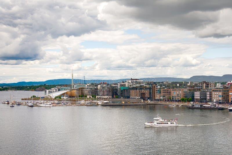 Puerto deportivo y Aker Brygge de Oslo desde arriba, Noruega imágenes de archivo libres de regalías
