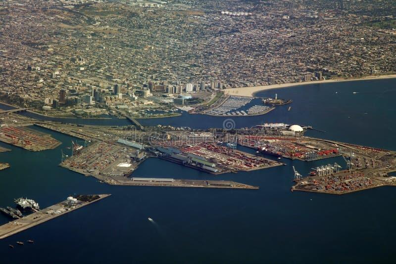 Puerto deportivo y terminal del cargo foto de archivo libre de regalías