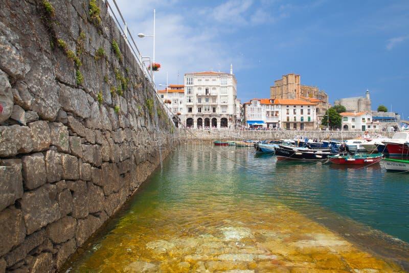 Puerto en Castro Urdiales, España foto de archivo libre de regalías