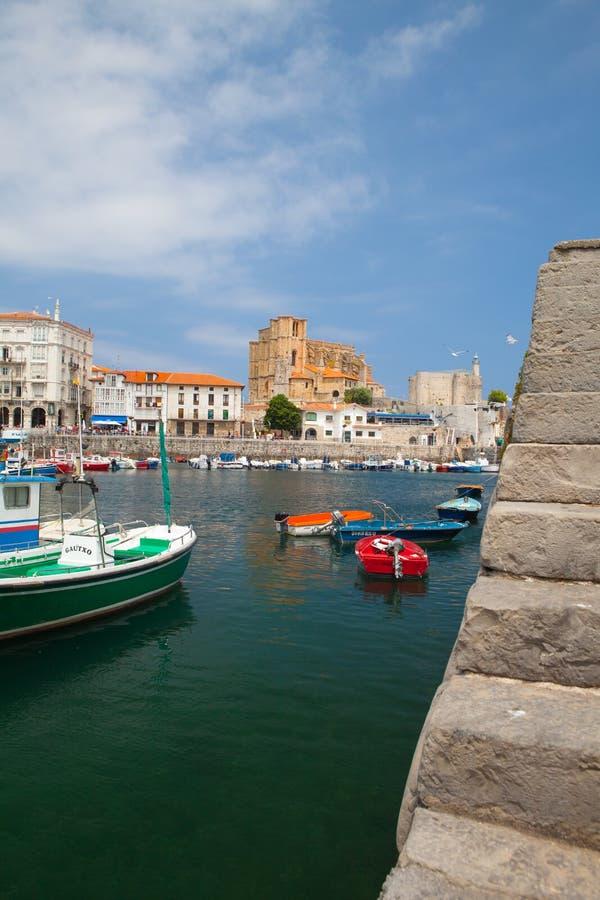 Puerto en Castro Urdiales, España fotos de archivo libres de regalías