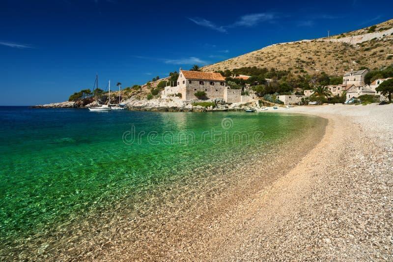 Puerto en el mar adriático. Isla de Hvar, Croatia foto de archivo
