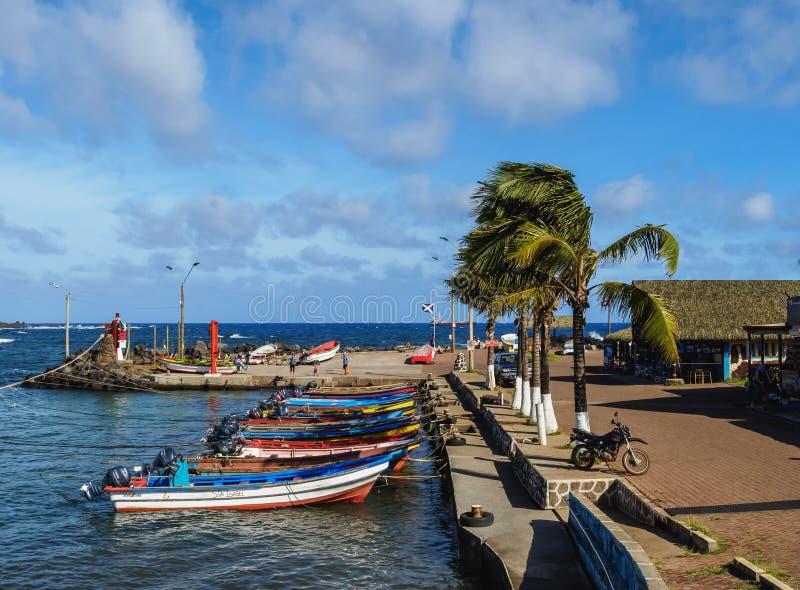 Puerto en Hanga Roa en la isla de pascua, Chile fotos de archivo libres de regalías