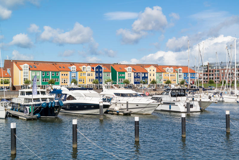 Puerto en Hellevoetsluis, Países Bajos imagenes de archivo