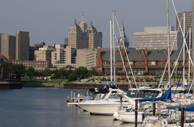 Puerto en la ciudad foto de archivo libre de regalías