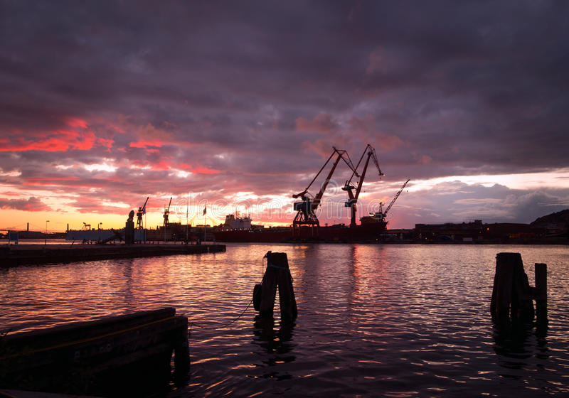 Puerto en la noche imagenes de archivo