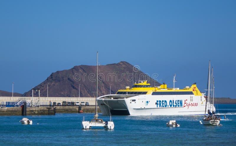 Puerto expreso del puerto de Corralejo del transbordador de coche de Fred-Olsen foto de archivo libre de regalías