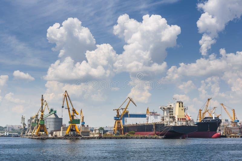 Puerto industrial, Constanta, Rumania fotos de archivo libres de regalías