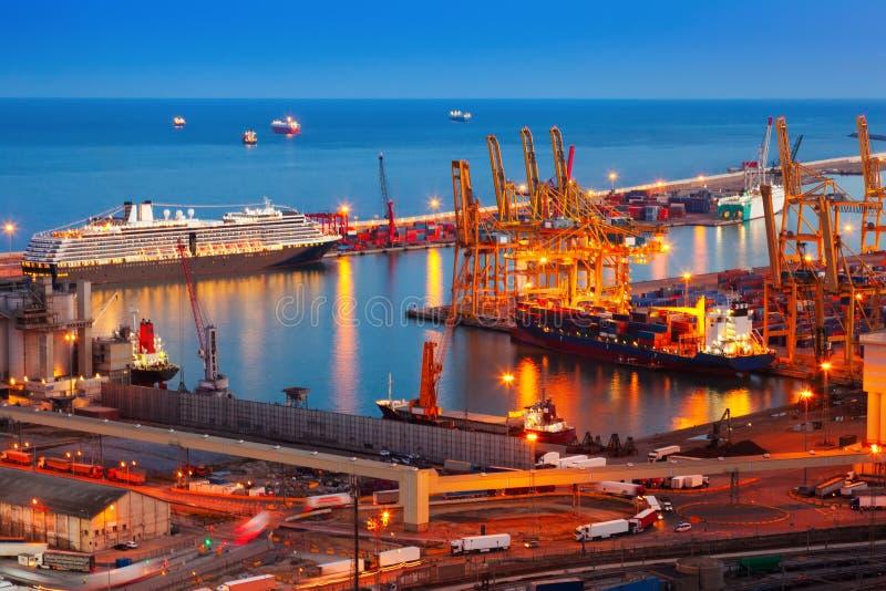 Puerto industrial de Barcelona en noche fotos de archivo libres de regalías