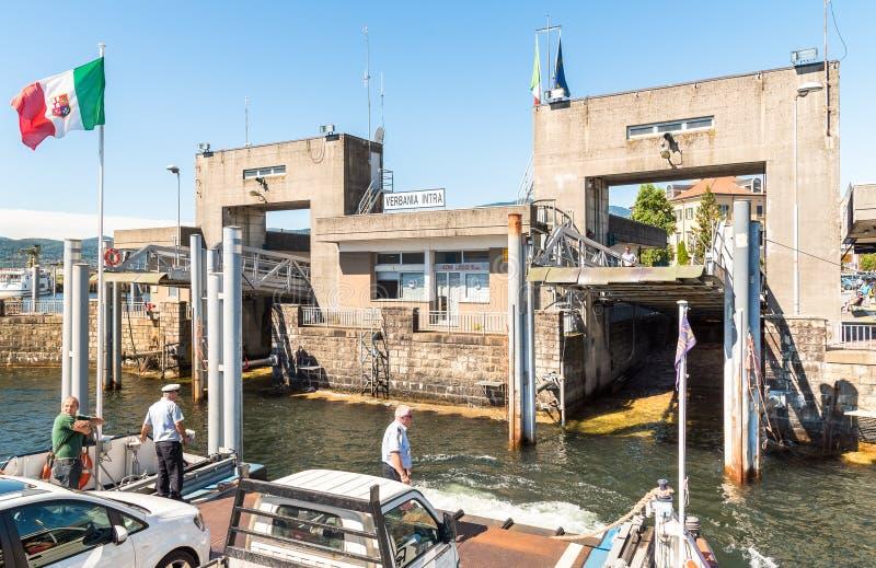 Puerto inminente de Verbania intra con el transbordador fotos de archivo libres de regalías
