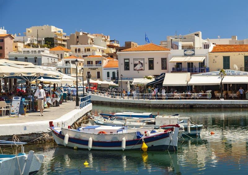 Puerto interno de Agios Nikolaos foto de archivo