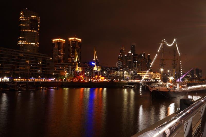 Puerto Madero bij Nacht royalty-vrije stock afbeelding