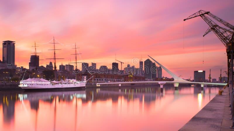 Puerto Madero Bij Schemer Stock Afbeeldingen