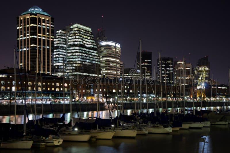 Download Puerto Madero nachts stockfoto. Bild von skyline, wolkenkratzer - 9093138