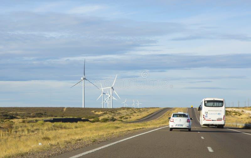 Puerto Madryn Argentinië autobus op de snelweg royalty-vrije stock afbeelding