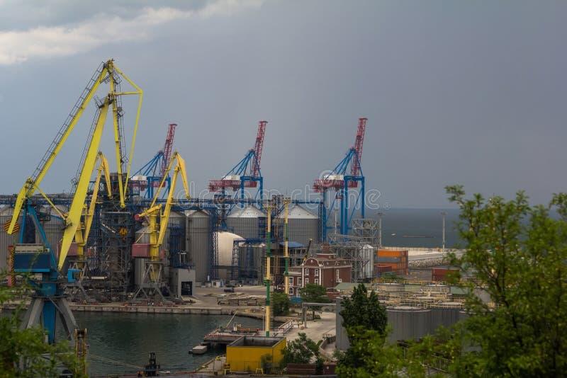 Puerto marítimo antes de la tormenta imagen de archivo